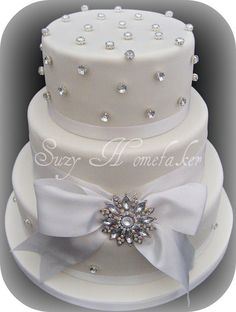 WHITE WEDDING CAKES,this is the cakr I want!!!!!