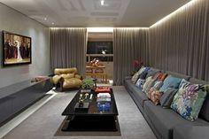 Covite ao Convivio: Salas de estar Moderno por Andréa Buratto Arquitetura & Decoração Sectional, Decor, Home Theater, Couch, Bed, Furniture, Sectional Couch, House, Home Decor