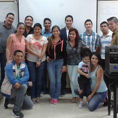 Con el Ing. Gonzalez y talentosos estudiantes de la #UCSG
