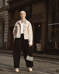 I still have a hard time pronouncing Corduroy sometimes. Photo by the baddest 📷 Modest Fashion Hijab, Modern Hijab Fashion, Street Hijab Fashion, Casual Hijab Outfit, Hijab Fashion Inspiration, Hijab Chic, Muslim Fashion, Casual Outfits, Modest Wear