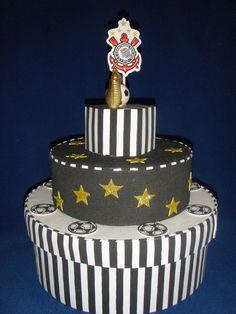 Caixa de bolo para quem é apaixonado pelo time Corintians, Ideal para ser colocado bolo gelado. Desenvolvemos outros modelos. Consulte-nos R$ 95,00