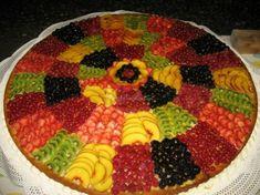 Torta nuziale con frutta