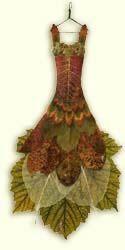 Journal d'art Québec: Appel de créations septembre 2020 Fairy Clothes, Doll Clothes, Kobold, Fairy Furniture, Fairy Dress, Leaf Art, Fairy Art, Nature Crafts, Faeries
