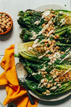 Grilled Romaine Caesar Salad & Herbed Beans | Minimalist Baker Recipes Grilled Romaine Salad, Arugula Salad, Broccoli, Caesar Salat, White Bean Recipes, Vegan Grilling, Vegetarian Barbecue, Vegetarian Cooking, Recipes