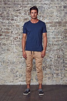 Ultra casual. Plain tee and jogger pants.