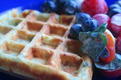Kifli és levendula: Bazsalikomos-parmezános gofri Basil, Waffles, Food Porn, Keto, Breakfast, Recipes, Morning Coffee, Waffle