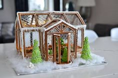 Oh my! Pepparkakshus i form av ett växthus. // Ginger bread house in the shape of a greenhouse Gingerbread Village, Christmas Gingerbread House, Swedish Christmas, Miniature Christmas, Christmas Treats, Christmas Baking, Winter Christmas, Christmas Cookies, Christmas Holidays