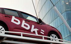 Entrega de coches · sorteo BBK Se trata de hacer entrega de los coches que sorteaba la BBK de una manera diferente y muy espectacular, por eso se realiza en el edificio m�s alto de Euskadi construido hasta la fecha.