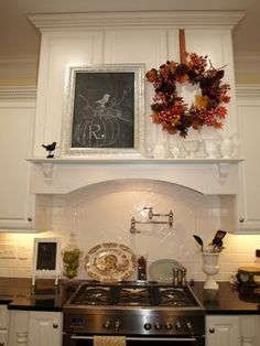 A mantel over the stove! <3