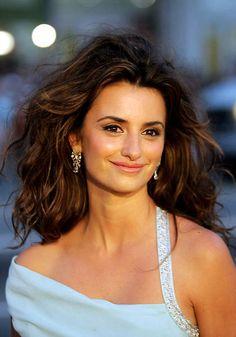 La actriz española celebra hoy su cumpleaños y hemos querido hacer un repaso por algunos de sus 'beauty looks'
