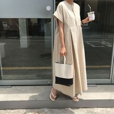 might wear this type of outfit to pick up my son from school. Modest Fashion, Hijab Fashion, Korean Fashion, Fashion Outfits, Linen Dresses, Casual Dresses, Summer Dresses, Look Fashion, Fashion Design