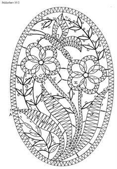 Geklöppelte frühlingsmotive - Brigitte Bellon - Maria del Carmen - Picasa Web Album Tattoo Dentelle, Crochet Thread Size 10, Romanian Lace, Bobbin Lacemaking, Bobbin Lace Patterns, Loom Patterns, Lace Decor, Point Lace, Irish Lace