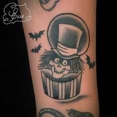 Another awesomely fun Haunted Mansion tattoo I got to make today, on totes adorbs @tenaciousbeezy. #hatboxghost #disneytattoo #hauntedmansion
