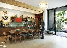 Dwell Home Tour: Judy Kameon Modern Farmhouse Kitchens, Farmhouse Kitchen Decor, Home Kitchens, Wooden Kitchens, Retro Kitchens, Open Plan Kitchen Living Room, Open Kitchen, Kitchen Cupboards, Kitchen Dining
