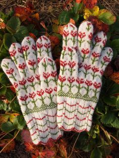Estonian hand-knitted gloves