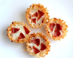 Mini Pizza Phyllo Cups is a perfect kid-friendly holiday appetizer! Cocktail Party Appetizers, New Year's Eve Appetizers, Bite Size Appetizers, Yummy Appetizers, Appetizer Recipes, Snack Recipes, Phyllo Recipes, Milk Recipes, Kid Friendly Appetizers