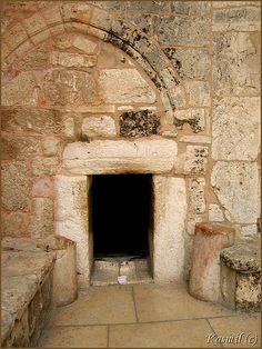La porte de l'humilité - à l'église de la Nativité à Bethléem, une des plus anciennes églises fonctionnant en continu dans le monde ...