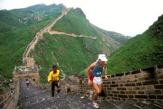 The Great Wall of China, the longest wall in the world Travel Destinations, Travel Tips, Travel Journal Pages, Long Walls, Great Wall Of China, Travel Pictures, Monument Valley, Climbing, Vacation