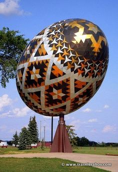 World's Largest Easter Egg (Pysanka) in Vegreville, Alberta, Canada. MY DAD (born in Gordon Wesley Chappell grew up in Vegerville! Alexander Calder, Canada Eh, Roadside Attractions, Thinking Day, Egg Art, Canada Travel, Travel Usa, Travel Memories, World's Biggest