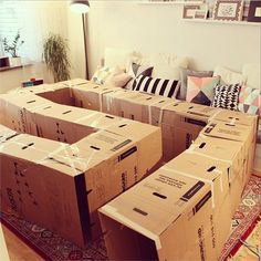 21 Awesome Cardboard Arts and Crafts Ideas for Kids Cardboard Box Crafts, Cardboard Playhouse, Cardboard Toys, Cardboard Box Ideas For Kids, Cardboard Box Houses, Cardboard Furniture, Kids Toy Boxes, Cardboard Castle, Forts En Carton