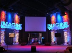 Austin Whelan from Hope Church in Dallas, Georgia, brings us this imaginative stage set. Youth Rooms, Stage Props, Church Stage Design, Stage Decorations, Stage Set, Classroom Design, Installation Art, Design Crafts, Staging