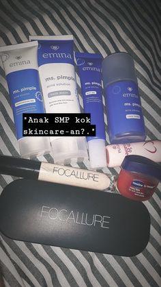 Kata siapa anak SMP ga boleh skincare -an? Makeup Vs No Makeup, Makeup Set, Rosy Lips, Acne Solutions, Toner For Face, Vaseline, Pimples, Face Wash, Beauty Skin
