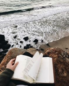 Reading by the sea // bookstagram aesthetics hipsters Hipsters, Am Meer, Bookstagram, Belle Photo, Moleskine, In This Moment, Photography Ideas, Photography Aesthetic, Marine Photography