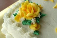 Decorator Buttercream Icing - I always use this when I decorate cakes and I get many, many compliments on the wonderful taste. It is not that usual shortening-and-sugar-bakery-icing taste. Brownie Desserts, Oreo Dessert, Mini Desserts, Just Desserts, Delicious Desserts, Dessert Food, Cake Decorating Tips, Cookie Decorating, Cake Recipes