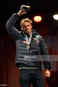Northug of Norway celebrates with his medal. Mens Crosses, Cross Country, The Man, Norway, Skiing, Winter Jackets, Celebrities, Gold, Image