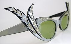Vintage silver cat eye sunglasses with jeweled feather embellishments & green lenses Sunglasses Outlet, Ray Ban Sunglasses, Stylish Sunglasses, Vintage Sunglasses, Vintage Accessories, Fashion Accessories, Retro, Vintage Outfits, Vintage Fashion