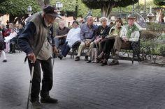 viejito en san miguel - old man in san miguel by tomas castelazo, via Flickr