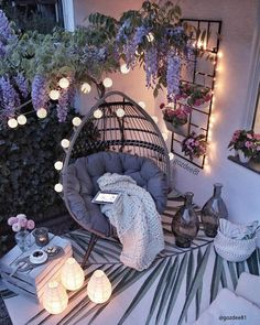 Eye-Catching Backyard Design Ideas Grills, chimeneas or firepits make a great focal point for backyard entertaining. Water features with small fountains producing soothing trickling noises, evoke the sound of streams and add to the tranquil atmosphere. Small Balcony Decor, Small Balcony Design, Balkon Design, Apartment Balcony Decorating, Apartment Balconies, Cute Room Decor, Aesthetic Room Decor, Cozy Room, Relaxing Room
