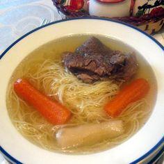 Egy finom Marhahúsleves velőscsonttal ebédre vagy vacsorára? Marhahúsleves velőscsonttal Receptek a Mindmegette.hu Recept gyűjteményében! New Recipes, Soup Recipes, Hungarian Recipes, Japchae, Thai Red Curry, Ramen, Food And Drink, Ethnic Recipes, Kitchen