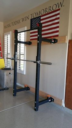51 Ideas For Home Gym Setup Interior Design Home Made Gym, Diy Home Gym, Gym Room At Home, Home Gym Decor, Home Gym Garage, Garage House, Crossfit Garage Gym, Gym Setup, Wall Mount Rack