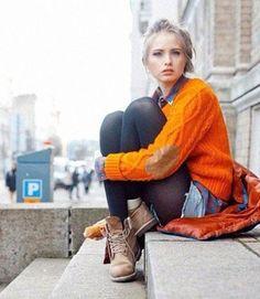 オレンジのケーブルニットセータとチェックシャツを合わせてカジュアルに元気になるオレンジコーデ特集♪ お出かけのスタイル・ファッションの参考にいかが♪