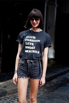 Slogan tshirt with black faded denim shorts x Mein Style, Looks Street Style, Looks Black, It T Shirt, Look At You, Grunge Fashion, Cool Tees, Chicano, Rockers