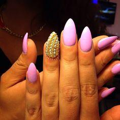 pink stilettos with gold bead accent nail art. | @riyathai87