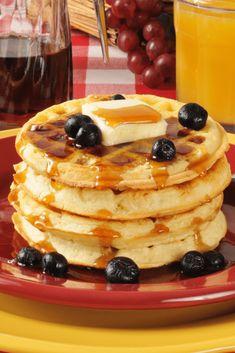 Waffle Recipes, Copycat Recipes, Fluffy Waffles, Buttermilk Waffles, Crispy Waffle, Waffle House, Churning Butter, Sweet Sauce