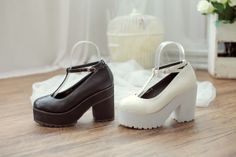 Korean Style Inspired Platform shoe [3928-1] | TopTownShop.com  Can't stop loving their shoe!! why so vintage and classy!!