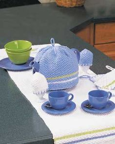 tea cozies to knit | Matching tea cozy and egg cozies for a color-coordinated and memorable ...