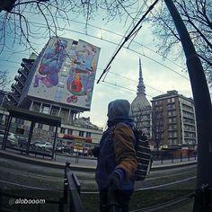 #Torino raccontata dai cittadini per #inTO  Foto di alobooom Uno sguardo alla #moleantonelliana ed uno sguardo a mr_aryz cittaditorino #Torino #StreetArt #Graffiti #Turin #PalazzoNuovo