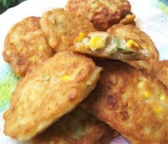 Shares 0 These corn and cannelini bean patties are great for breakfast or lunch – they're high protein, so they're full of energy, and very quick … Savory Crepes, Savoury Baking, Quirky Cooking, Cooking Corn, Vegetarian Lunch, Vegetarian Recipes, Healthy Eating Recipes, Whole Food Recipes, Corn Fritters