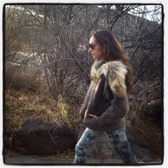Love Kelly Werstler's outfit here. Have a feeling the fur is not faux though.