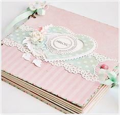 Libro de firmas Baby Girl Scrapbook, Baby Scrapbook Pages, Mini Scrapbook Albums, My Scrapbook, Homemade Journal, Mini Albums Scrap, Card Book, Bookbinding, Diy Craft Projects