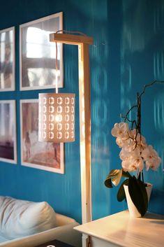 DIY: Holzlampe mit Textilkabel und Beistelltisch