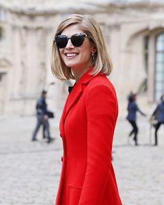 Quem está acompanhando o #pfw? A atriz Rosamund Pike já está com o novo #Dior…
