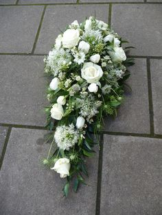 A stunning white Single Ended Spray Funeral Floral Arrangements, Beautiful Flower Arrangements, Beautiful Flowers, Church Flowers, Funeral Flowers, Deco Floral, Arte Floral, Funeral Sprays, Cemetery Decorations