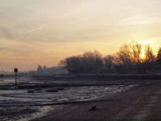 https://flic.kr/p/dBVC3T | Sun rise over The Strand , Gillingham , Kent [shared]
