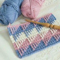 The bobble stitch pattern looks so adorable and pretty. This crochet pattern is very popular because of its simplicity and the puffy texture it creates. Crochet Box Stitch, Pull Crochet, Bag Crochet, Crochet Motifs, All Free Crochet, Crochet Stitches Patterns, Love Crochet, Crochet Crafts, Crochet Hooks