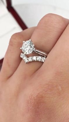How to Select a Wedding Band that Beautifully Complements your Engagement Ring